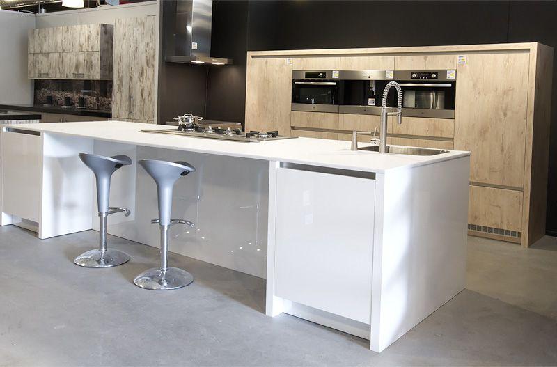 Rotpunkt Keuken Prijzen : Keukenprijs altijd de beste keukenprijs cubica hout met wit