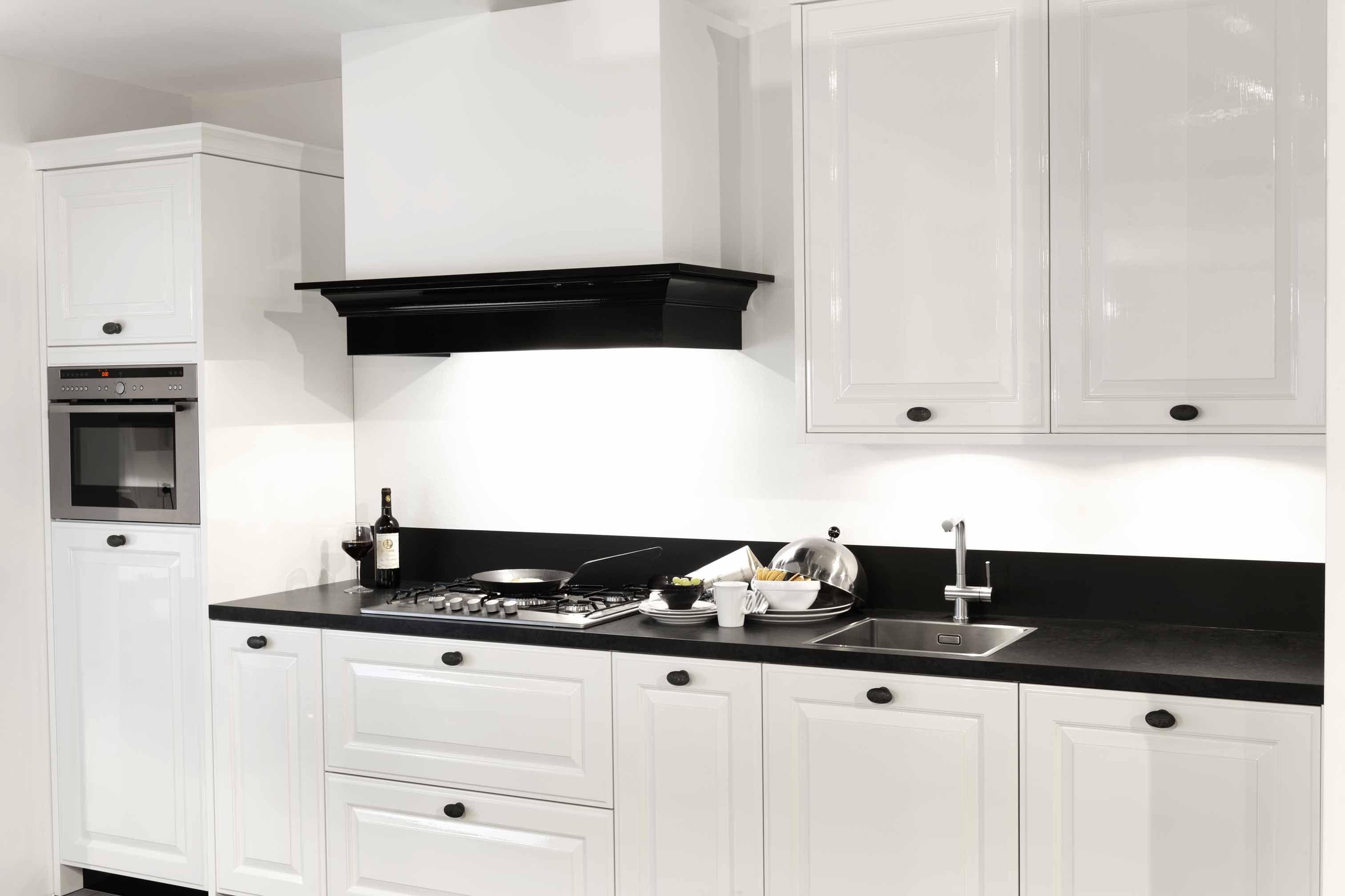 Keukenprijs altijd de beste keukenprijs hoogglans gelakte rechte keuken kooi 8 47123 - De beste hedendaagse keukens ...