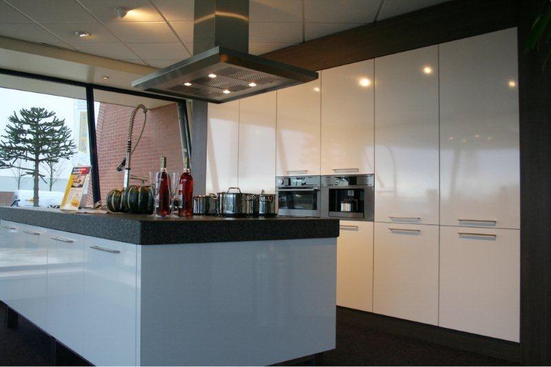 Keukenprijs altijd de beste keukenprijs grote eilandkeuken y123 49650 - Grote keuken met kookeiland ...