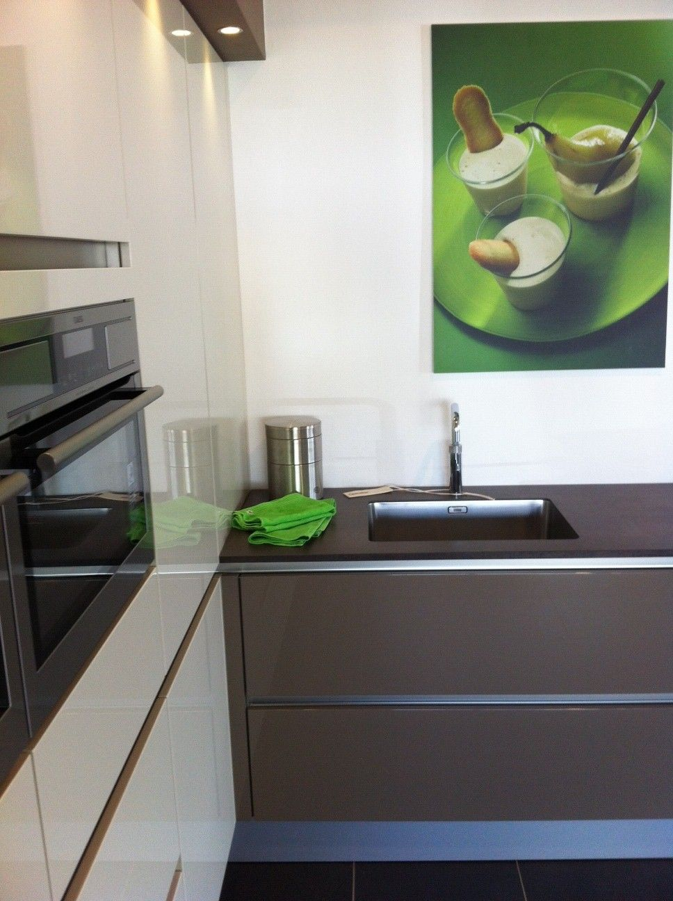 De apparatuur en de opstelling van deze keuken kunnen gewijzigd worden ...