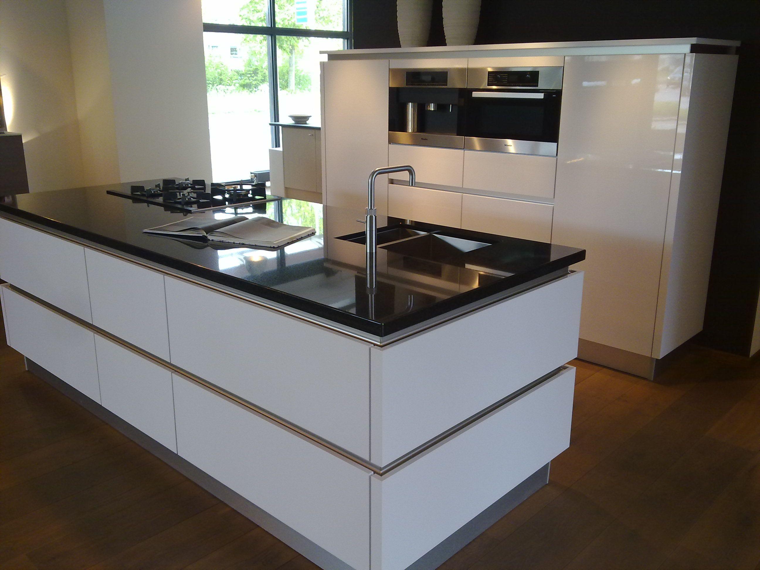 Glanzend witte keuken beste inspiratie voor interieur design en meubels idee n - De beste hedendaagse keukens ...