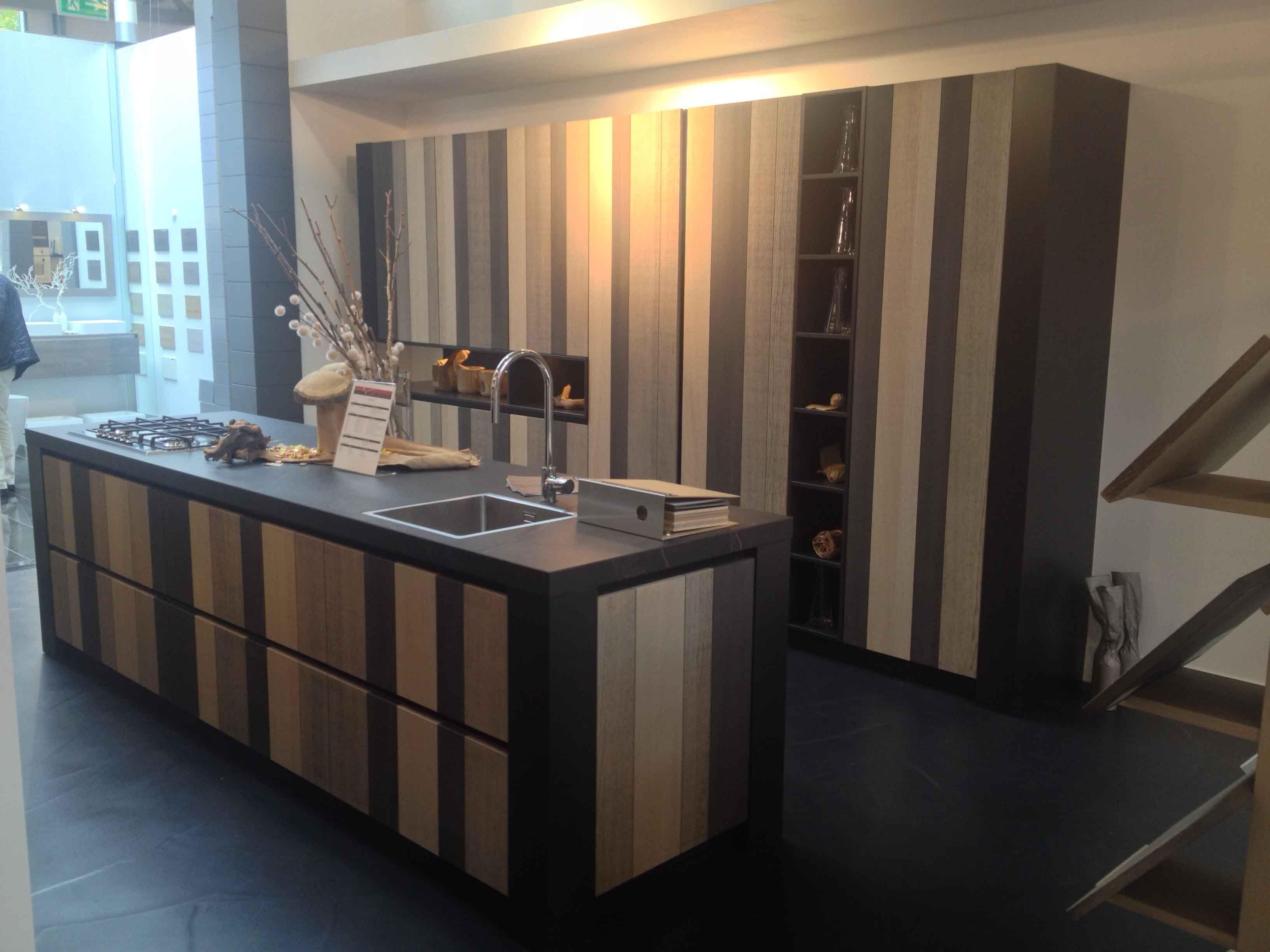 Keuken Fineer Hout : EIKEN FINEERSHOWROOMMODELMooie fineer houten keukenHoutsoort: Fineer