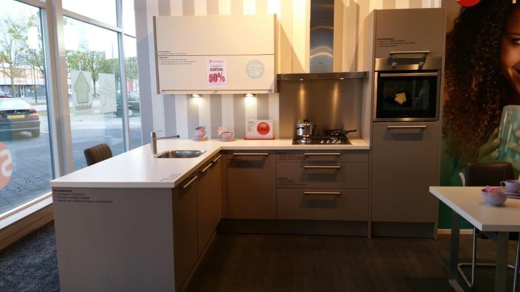 Keuken Schiereiland Afmetingen : de beste keukenprijs! Moderne hoek keuken met schiereiland [53055