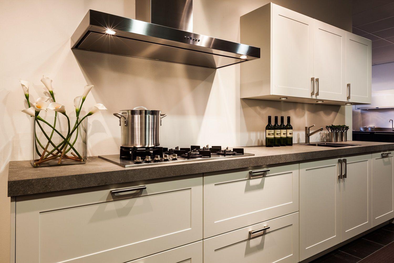 Keuken Wit Mat : rechte landelijke keuken in mat wit 56836 kooinummer 307 kleur wit mat