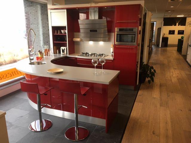 ... beste keukenprijs!  Moderne rode keuken met rond schiereiland [54110